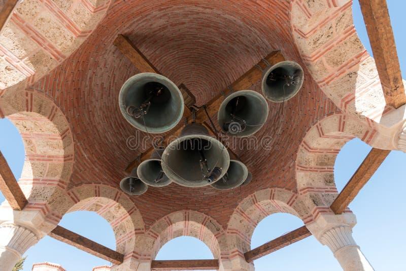 与响铃的圆顶在Varlaam修道院在迈泰奥拉,希腊 库存照片