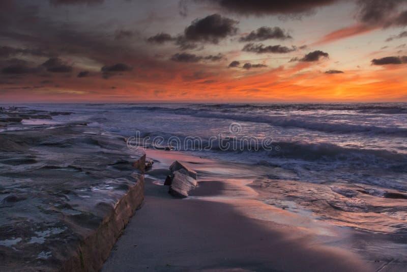 与橙色天空的日落在拉霍亚 免版税库存图片