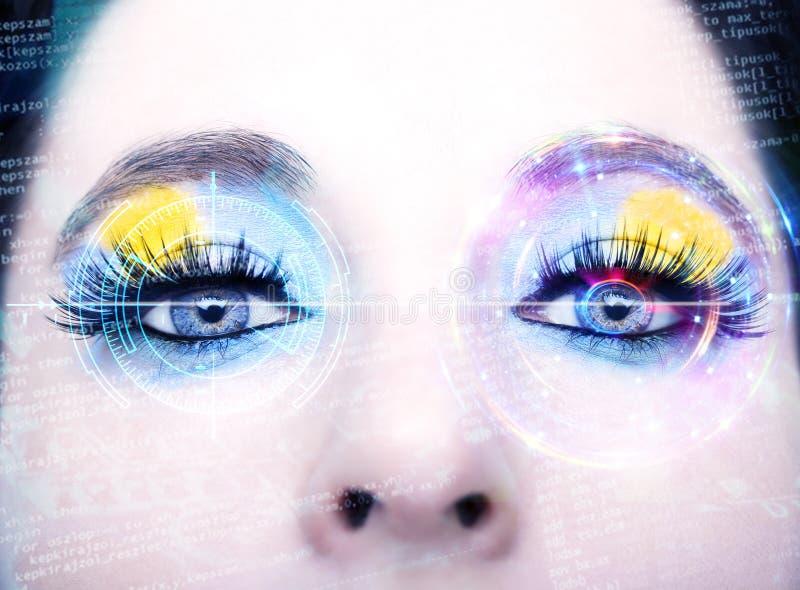 与数字式圈子的抽象眼睛 未来派视觉科学和证明概念 免版税库存图片