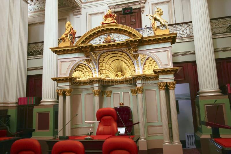 与精采和偶象装饰物的历史和华丽立法院房间在维多利亚中,墨尔本,澳大利亚的议会 免版税库存照片