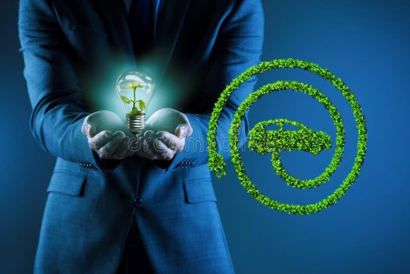 与电灯泡的电动车概念 免版税库存图片