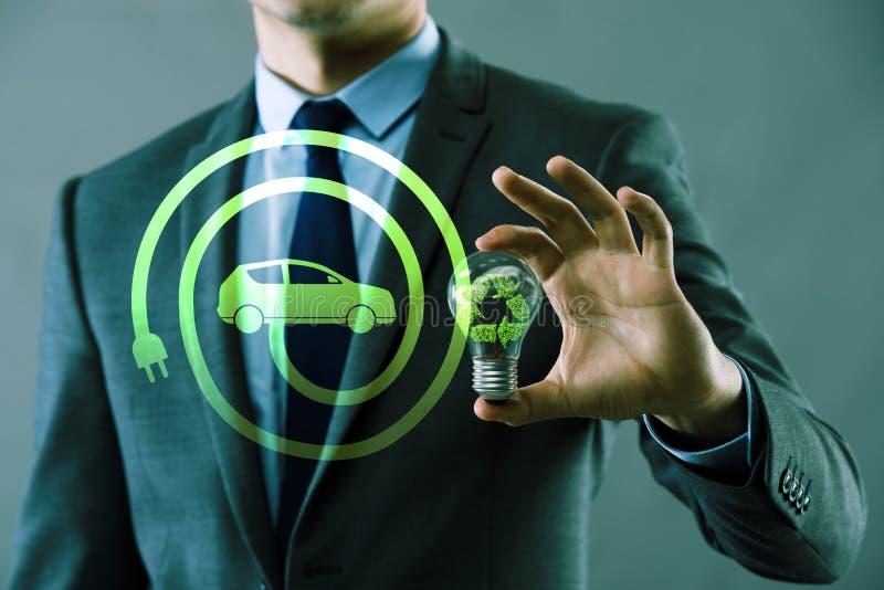 与电灯泡的电动车概念 免版税图库摄影