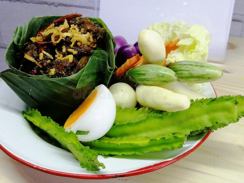 与辣酱,泰国食物的新鲜蔬菜 免版税库存图片