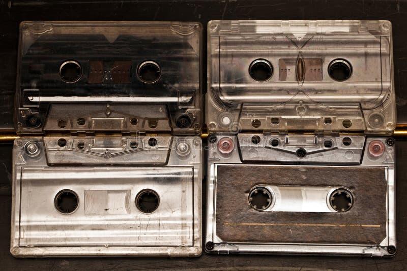 与音乐纪录歌曲的老立体声盒式磁带听 免版税库存照片