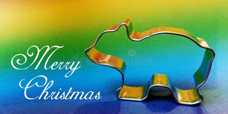 与金属银色形状的明信片饼干和曲奇饼的以一头北极熊的形式有彩虹背景 免版税库存图片