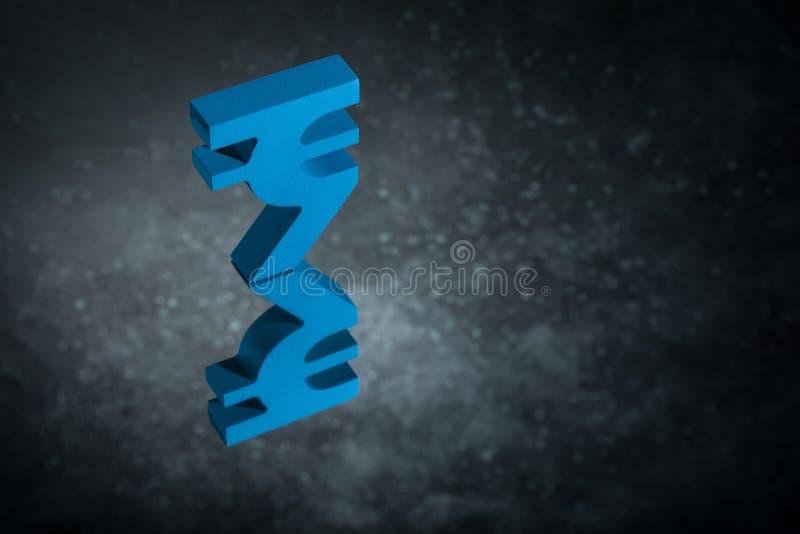 与镜象反射的蓝色印度货币符号在黑暗的多灰尘的背景 库存例证