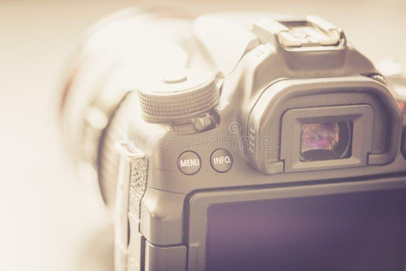 专业拍摄:与远摄镜头,保险开关的反光照相机 图库摄影