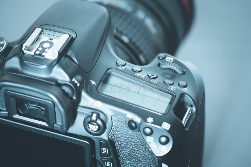 专业拍摄:与远摄镜头,保险开关的反光照相机 库存照片