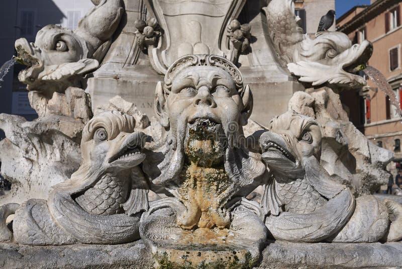 万神殿的喷泉 免版税库存照片