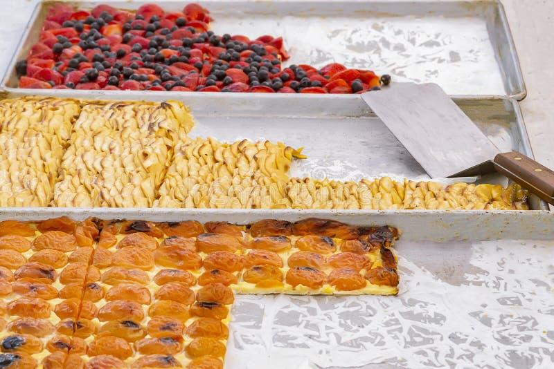 三个烤板以果子酥皮点心真理  免版税库存照片