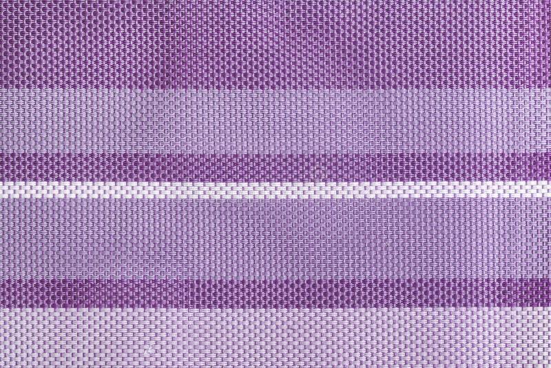 一个大编织的特写镜头纺织品的纹理 与紫色和淡紫色条纹的背景 向量例证
