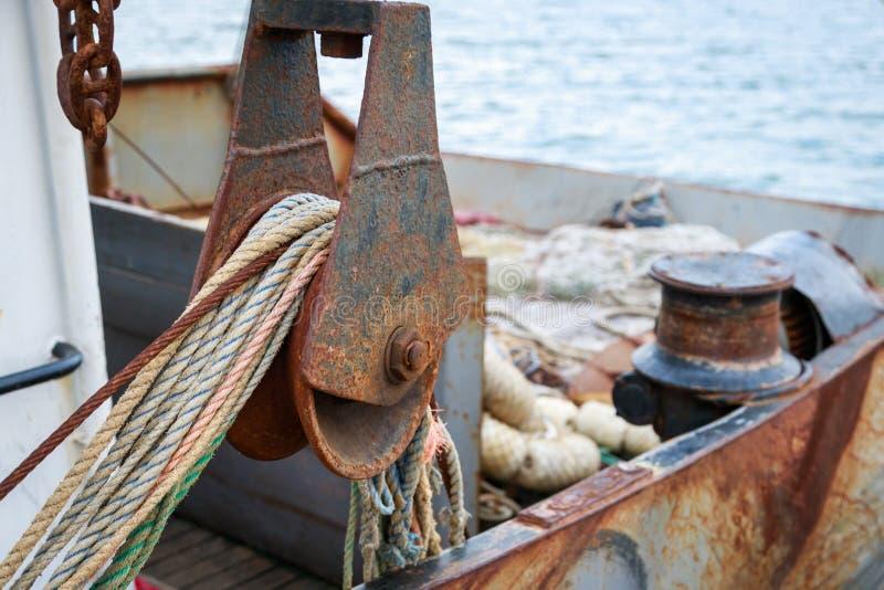 一个小黑海围网渔船的渔场运作的甲板的看法 免版税图库摄影