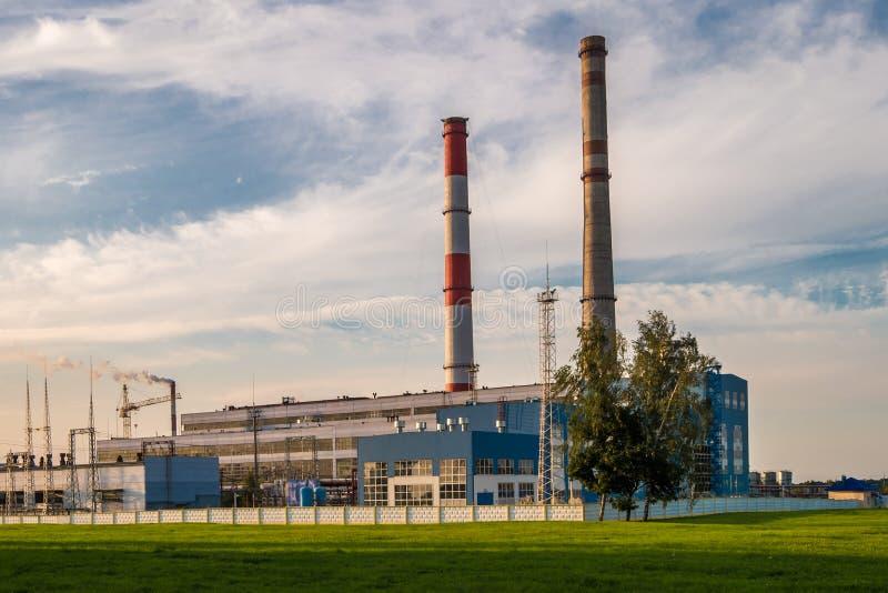 一家化工企业工厂的管子 大气污染概念 工业风景环境污染浪费热力 图库摄影