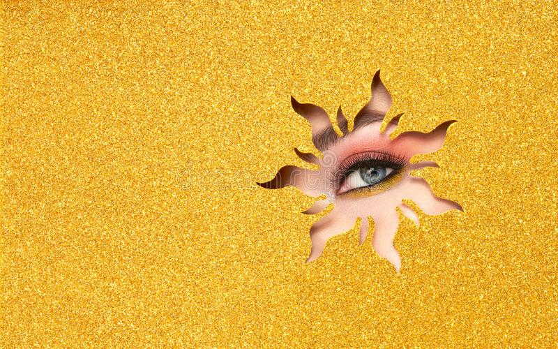 一年轻美女的眼睛有秀丽构成的 免版税库存图片