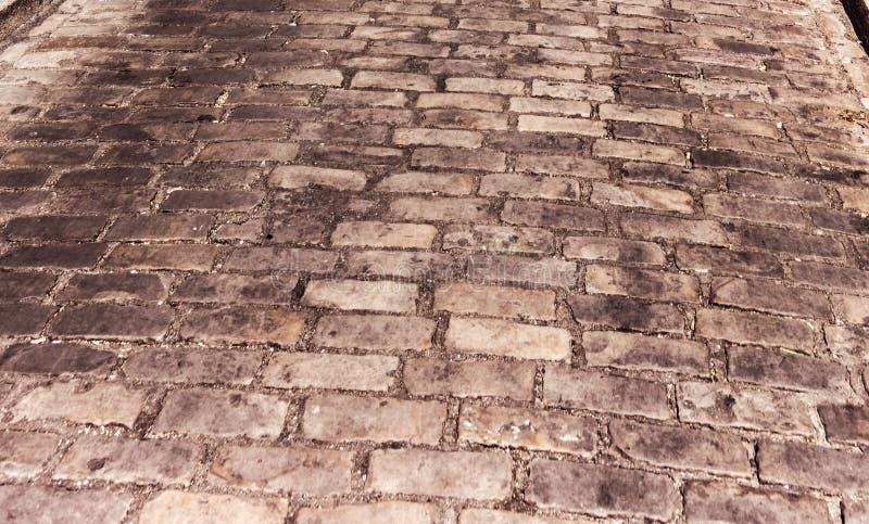 一条被铺的街道的细节在蒙马特邻里 图库摄影
