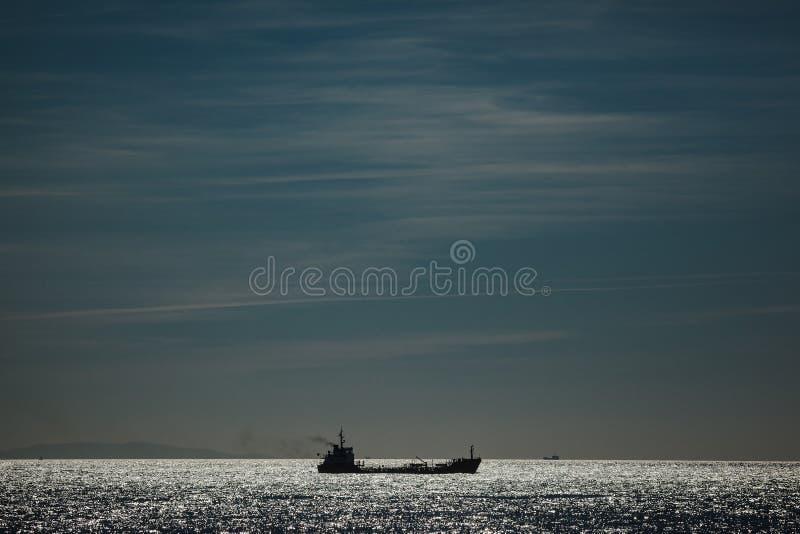 一艘船在海 库存图片