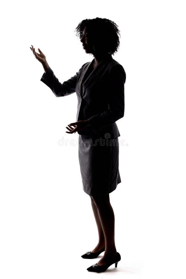 一黑女实业家讲话的剪影 免版税库存照片