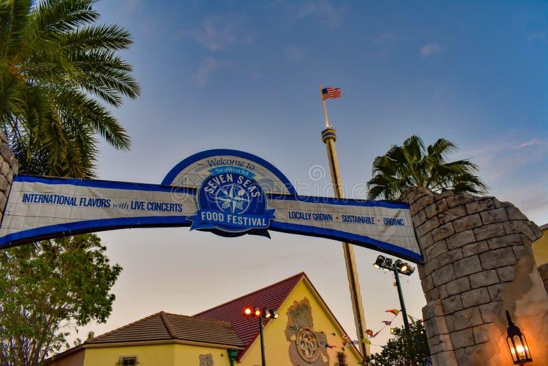 世界七大洋食物节日和天空塔顶视图Seaworld主题乐园的 免版税图库摄影