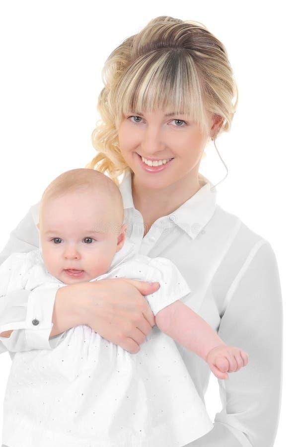 乳房喂小孩她的母亲 免版税图库摄影