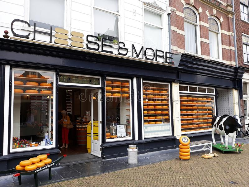 乳酪和更多商店,荷兰干酪商店在德尔福特,荷兰 免版税库存图片