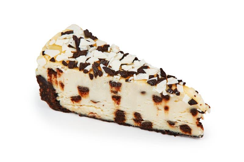 乳酪蛋糕片断用在与裁减路线的白色背景隔绝的巧克力 免版税库存照片