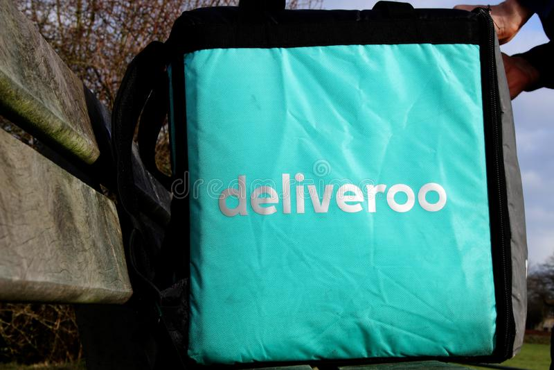 乌得勒支,荷兰,2019年2月19日:Deliveroo袋子,他们的齿轮的主要零件 免版税库存照片