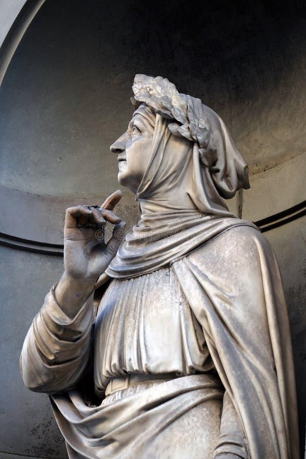 乌菲兹美术馆柱廊的适当位置的弗朗切斯科彼特拉克在佛罗伦萨 免版税图库摄影