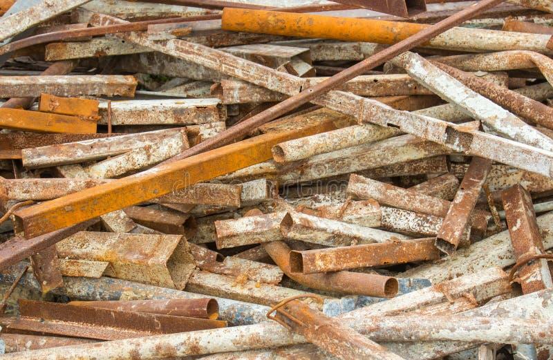 亦称特写镜头废弃生锈的金属废料钢从建筑的 库存照片
