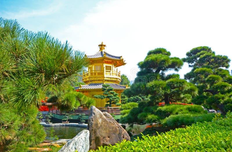 亭子金黄塔,南连家庭院,一个公园,香港 免版税库存照片