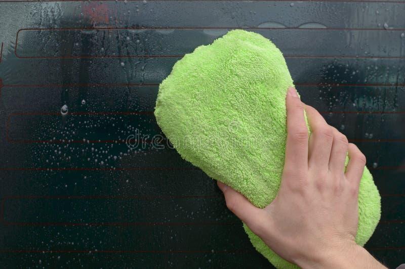 人洗涤物挡风玻璃 免版税图库摄影
