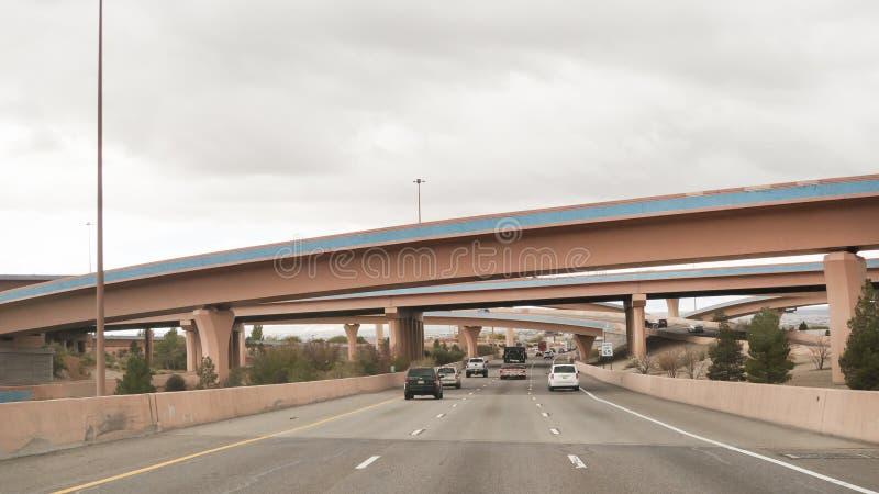 亚伯科基,新墨西哥,I-40跨境与商业大厦 免版税图库摄影