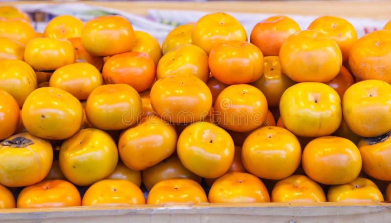 亚洲或日本柿子Persimon果子是甜的调味与软的纤维状纹理,不收敛性,当成熟 这成熟了 库存图片