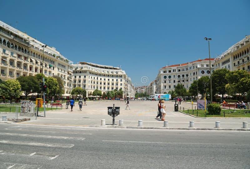 亚里士多德广场的人们在塞萨罗尼基,希腊 免版税库存图片
