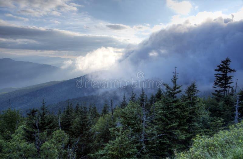 云彩滚动完全成功在Smokies的山 图库摄影