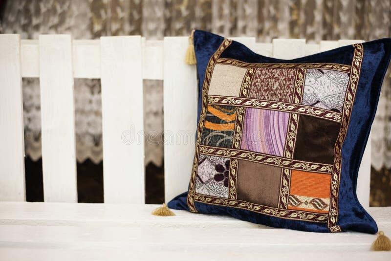 五颜六色的东方阿拉伯枕头 免版税图库摄影