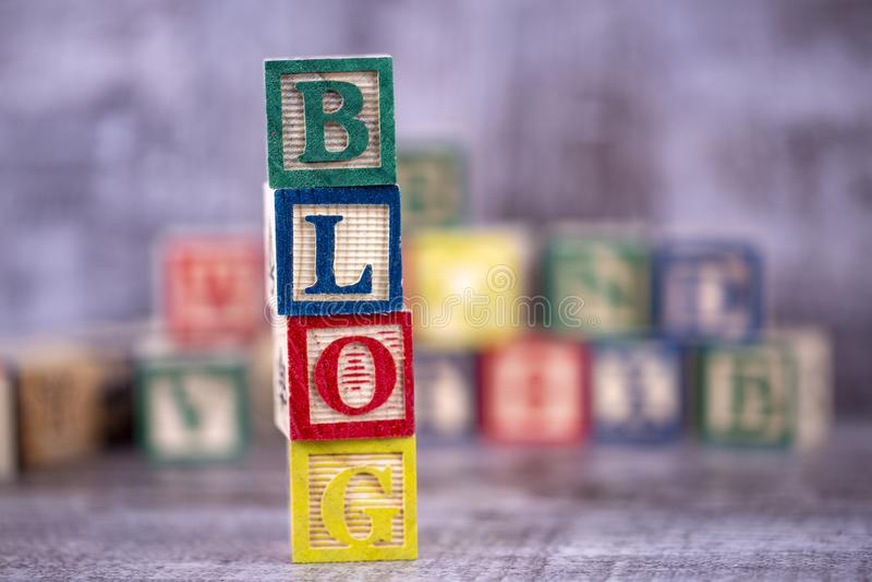五颜六色的木字母表,博克写道 教育概念照片 库存图片