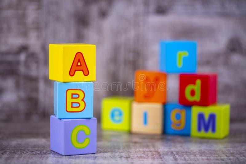 五颜六色的木字母表;a,b,c写道 教育概念照片 免版税图库摄影
