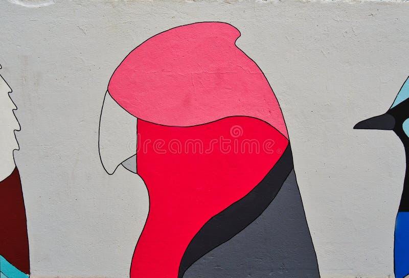 五颜六色的Galah鸟街道画艺术,邦迪海滩,澳大利亚 免版税库存照片