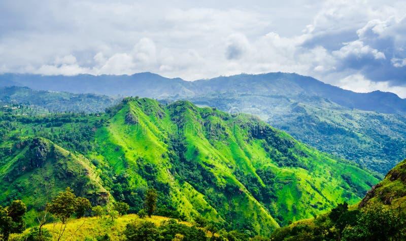 从亚当斯峰顶的看法到埃拉岩石,斯里兰卡 图库摄影