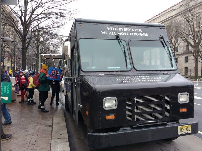 从卡车的分布的海报,妇女3月,华盛顿特区,美国 图库摄影