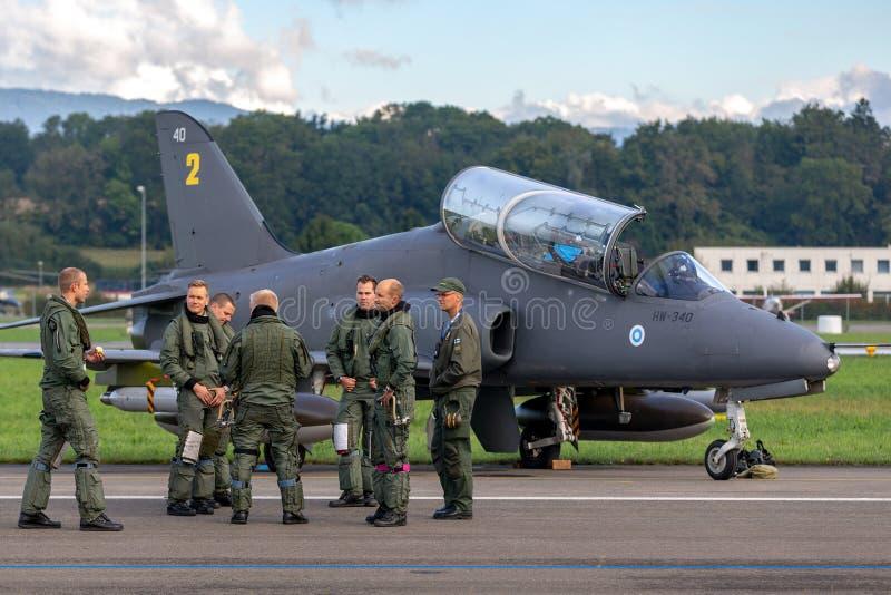 从午夜鹰显示队的芬兰空军队英国宇航鹰Mk 51喷气机教练机 免版税图库摄影