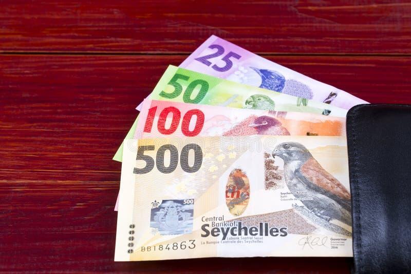 从塞舌尔的金钱在黑钱包里 免版税库存图片