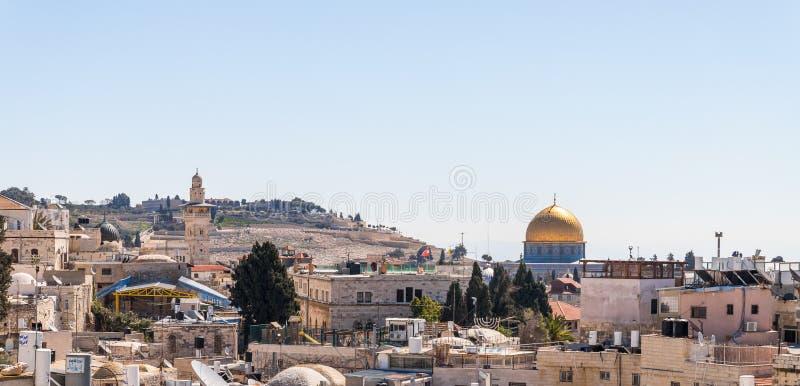 从城市墙壁的看法在耶路撒冷,以色列老的大马士革门附近  免版税库存图片