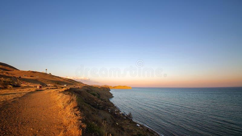 从文明的休息-在海滩的帐篷克里米亚 库存照片
