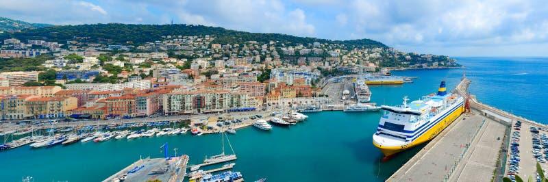 从罗马小山的美好的全景在尼斯口岸,彻特d'Azur,法国 库存图片
