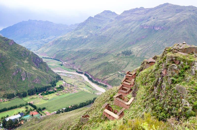 从皮萨克山在库斯科,您的顶端看法在背景中能也看到Vilcanota河 免版税图库摄影