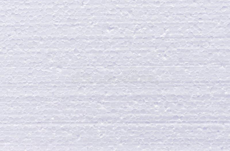 从白色发泡的多苯乙烯裁减的背景  图库摄影