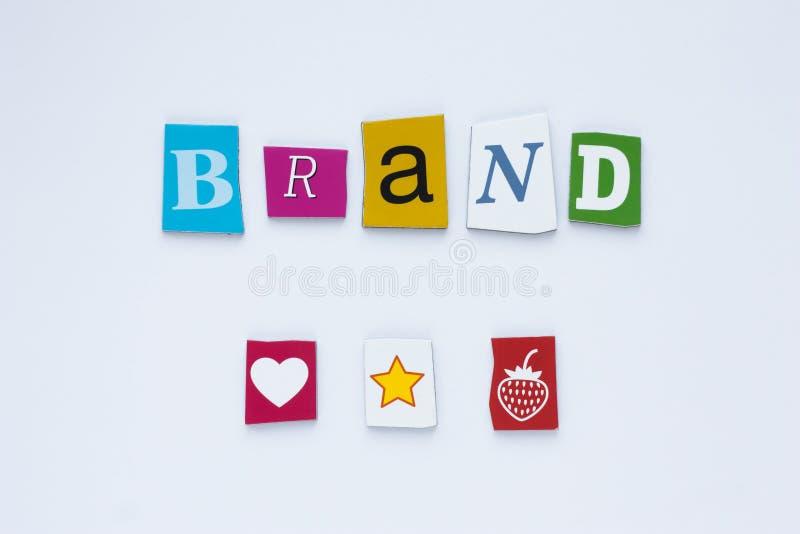 从被削减的信件的词品牌在白色背景 球尺寸三 艺术设计 品牌身份大模型概念 抽象五颜六色 库存图片