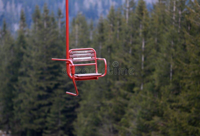 从驾空滑车在山,回顾的一辆驾空滑车 库存图片