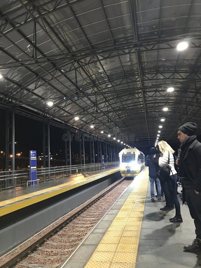 从鲍里斯波尔国际机场的一列新的火车向基辅-乌克兰 免版税库存图片